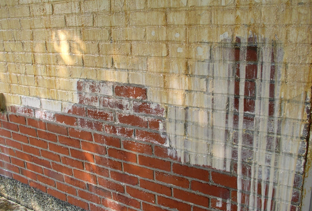 Ravalement de façade: enlèver de la vieille peinture